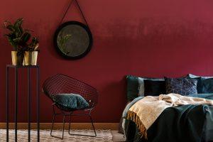 rode muren in de slaapkamer