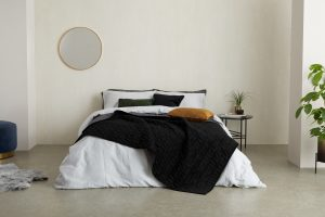 zwarte-bedsprei-slaapkamer